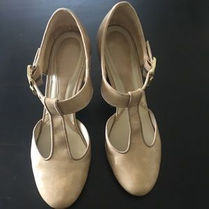 Naturalizer size 10 nude pumps